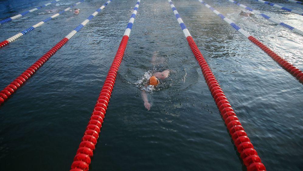 Eisschwimmen: Über die körperlichen Grenzen hinaus