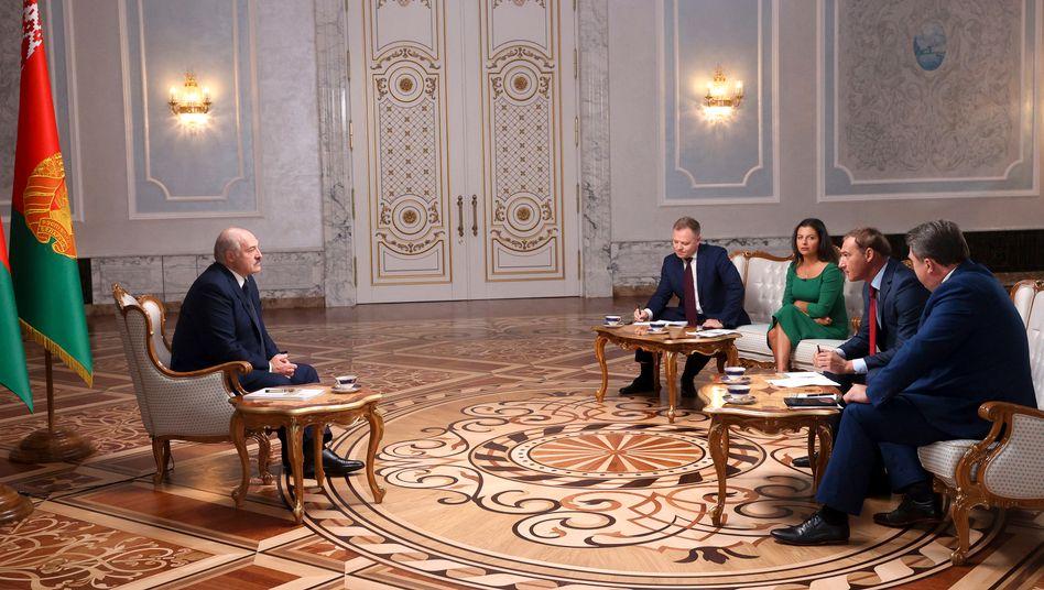Alexander Lukaschenko während des Interviews mit russischen Journalisten