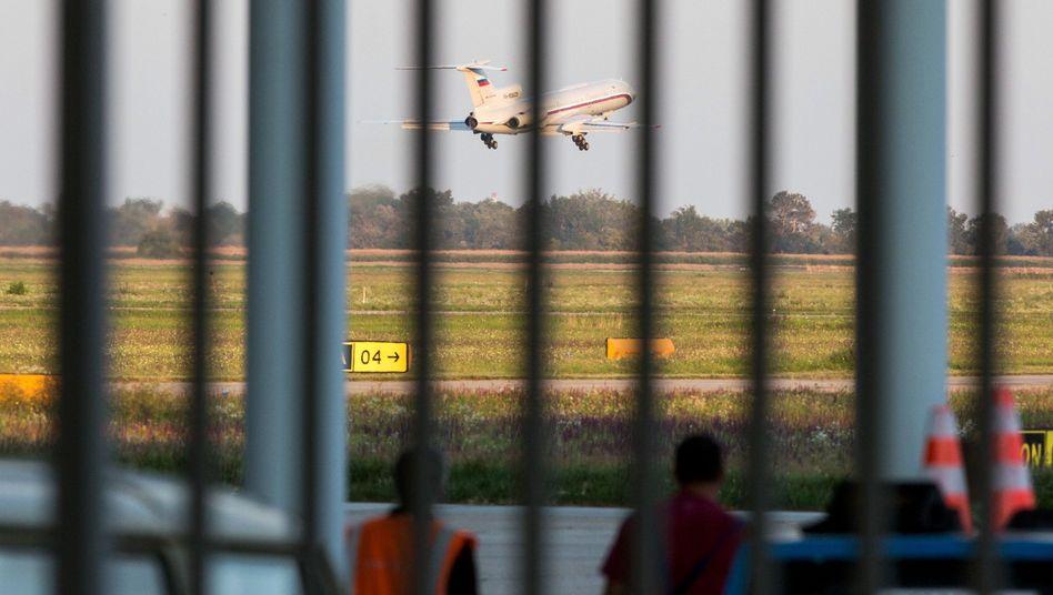 Schoigus Flugzeug startet in Bratislava: Zwei Anläufe, um nach Moskau zurückzukehren