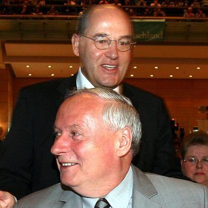 Gysi (hinten) und Lafontaine: Noch ein gewaltiges Stück Arbeit