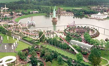 Mehr als 2 Millionen Besucher im Jahr: Auf rund 850.000 Quadratmetern bietet der Heide-Park Soltau Freizeitspaß für die ganze Familie
