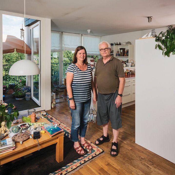 Fotograf David Ertl nahm von 2004 bis 2018 für seine Bilderserie »Mensch im Raum« Verwandte, Freunde und Bekannte in ihrem privaten Umfeld auf – ein Streifzug durch deutsche Wohnmilieus. Hersteller von Holzböden dürften sich freuen.
