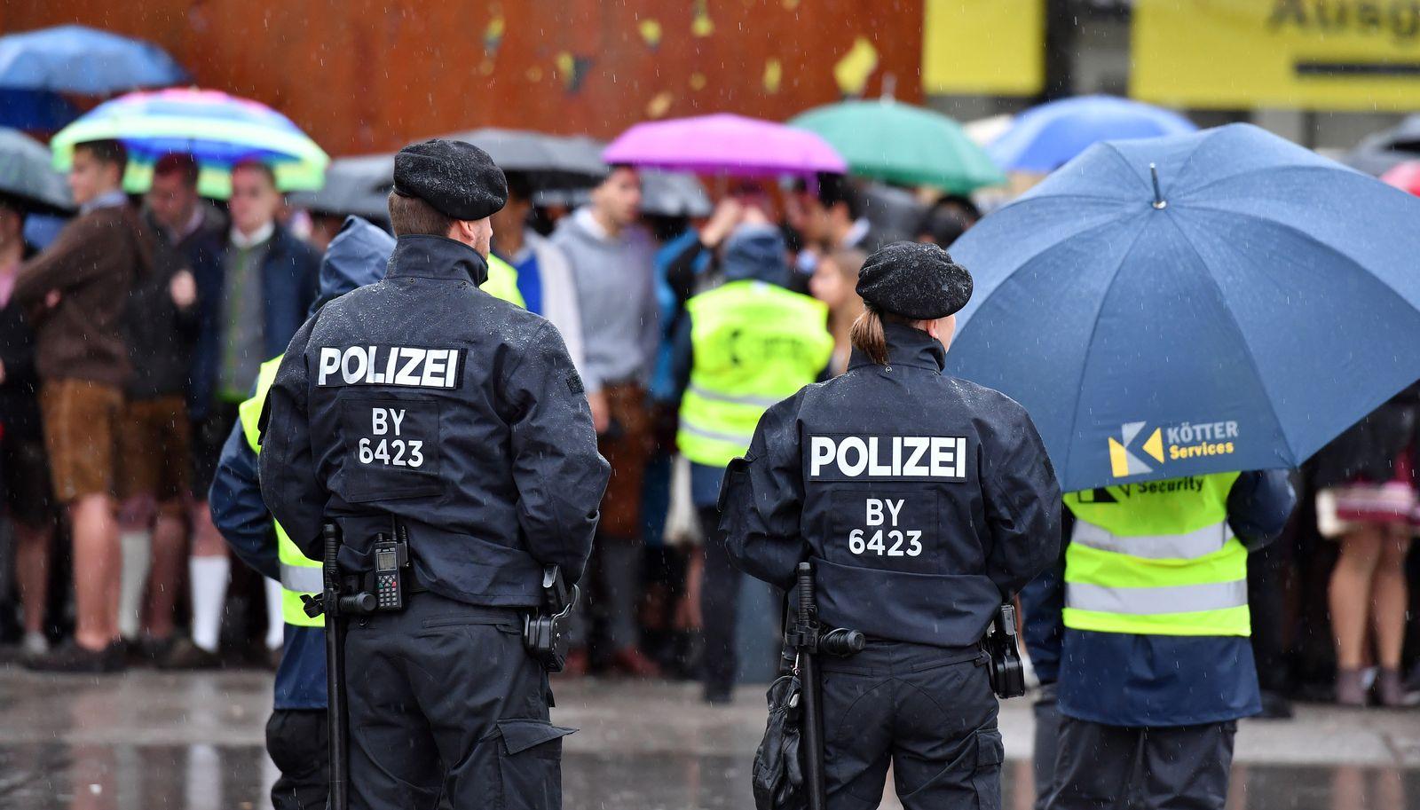 Polizei / Oktoberfest / Größe