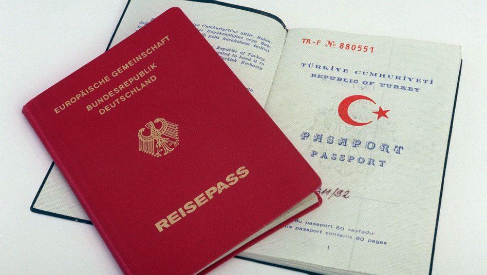 Deutscher und türkischer Pass