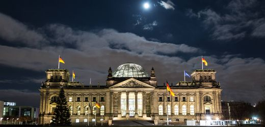 Bundestag beschließt: Große Koalition muss Berater-Armee reduzieren