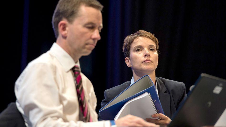 Lucke und Petry auf dem Parteitag: Nach dem Chefwechsel deutet sich eine Austrittswelle an