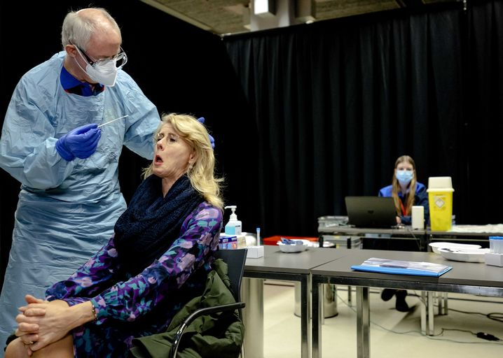 Test vor dem Test: Ehe das coronasichere Event in Utrecht beginnen konnte, mussten sich Teilnehmerinnen und Teilnehmer Corona-Schnelltests unterziehen