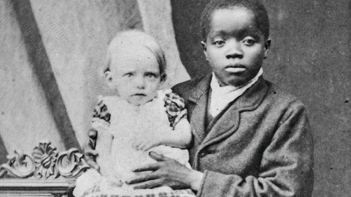 Kinderverschickung: Christian Alifodzi Sedode (hier mit Julie Weyhe, Tochter eines Missionars) wurde als erster Missionsschüler aus Togo in Deutschland ausgebildet