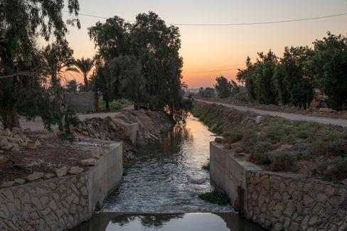 Bedrohte Lebensader? Aus dem Nil gespeister Kanal in der ägyptischen Oase Fayoum