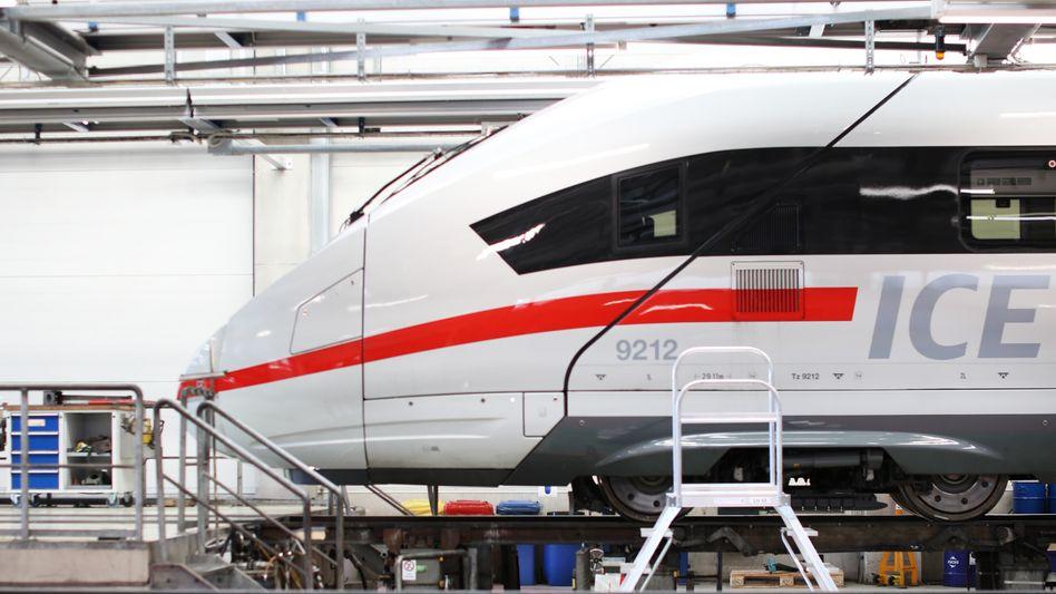 Hochgeschwindigkeitszug im ICE-Werk in Berlin-Rummelsburg
