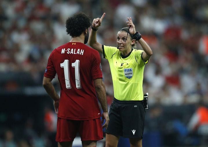 Viel Diskussionsbedarf im Supercup zwischen Chelsea und Liverpool, im Elfmeterschießen ließ Schiedsrichterin Stephanie Frappart aber Nachsicht walten