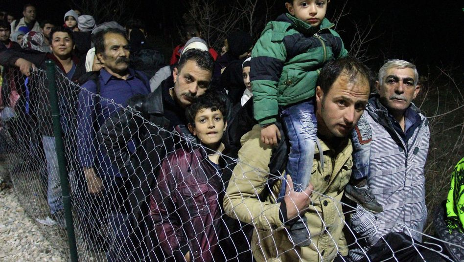 Serbische Grenze: Syrer, Iraker und Afghanen warten auf die Weiterreise