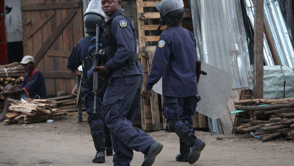 Polizisten in Monrovia: Ebola-Patienten von Quarantänestation geflohen
