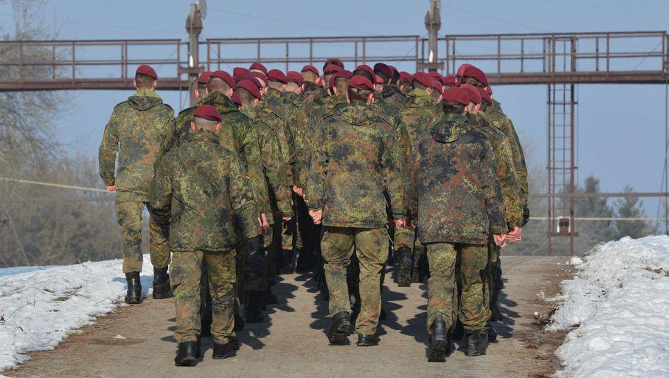 Soldaten auf dem KSK-Kasernengelände (in Calw)