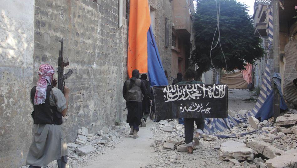 Kämpfer der Freien Syrischen Armee und der Nusra-Front: Drohung der Islamisten