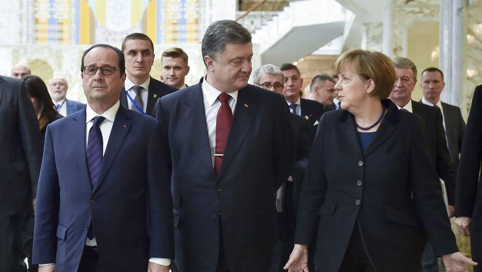 Hollande, Poroschenko und Merkel im Februar 2015 in Minsk