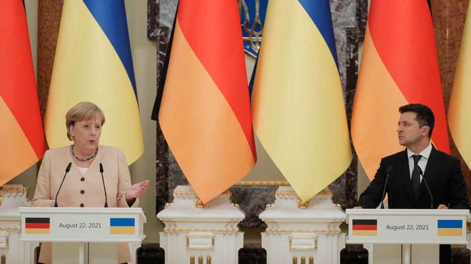 Kanzlerin Angela Merkel mit dem ukrainischen Präsidenten Wolodymyr Selenskyj