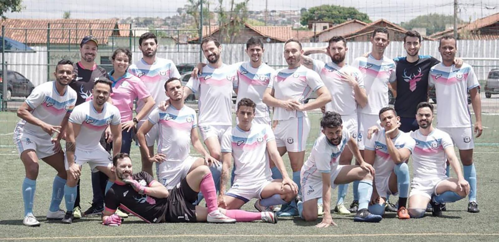 EINMALIGE VERWENDUNG Homophobie im brasilianischen Fußball
