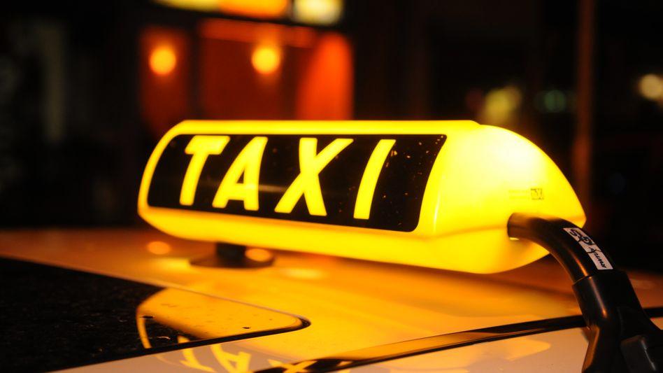 Taxischild (wenn es leuchtet, ist der Wagen frei)