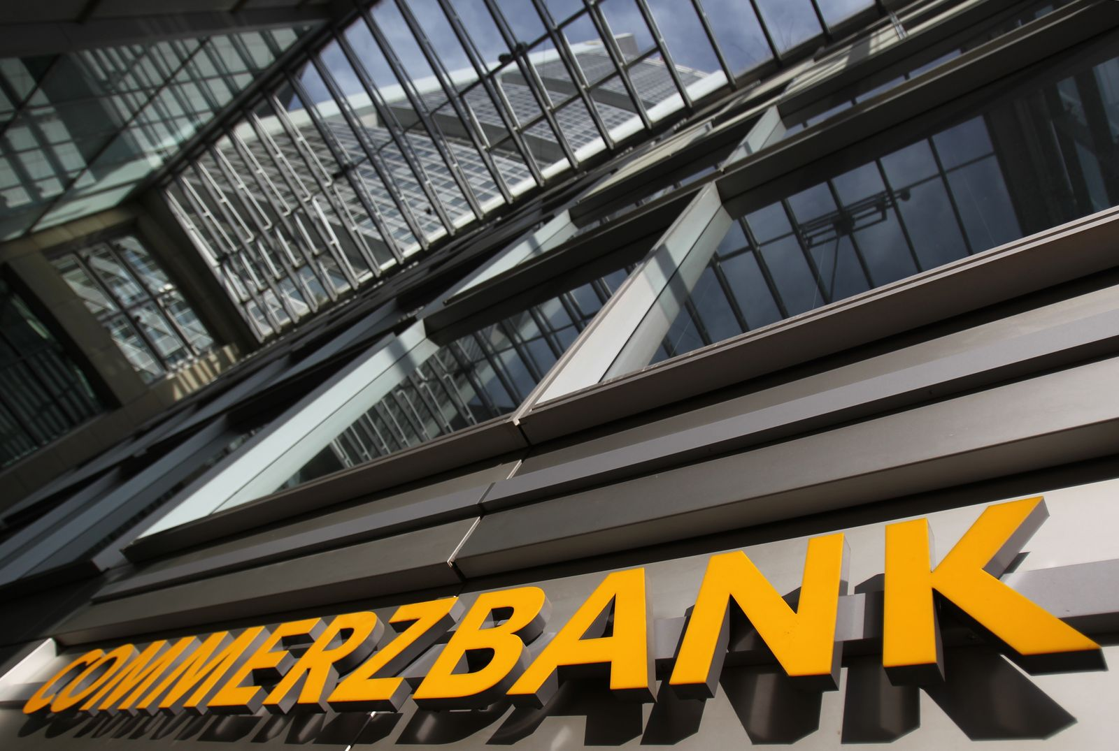 Commerzbank / Schriftzug / HQ