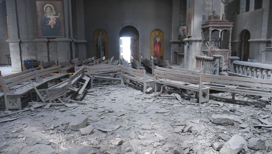 Schwer beschädigte Ghasantschezoz-Kathedrale in der Stadt Schuscha