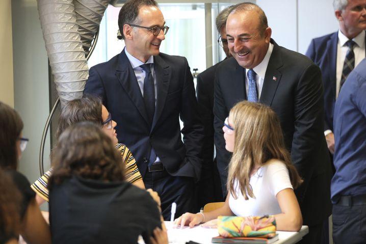 Maas und der türkische Außenminister Cavusoglu in der Deutschen Schule Istanbul
