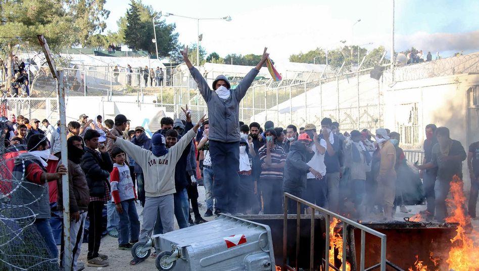 Umzäuntes Moria-Flüchtlingslager auf Lesbos (April 2016)