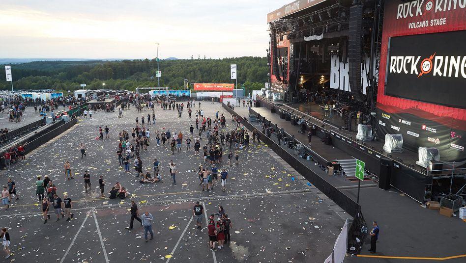 "Festivalbesucher verlassen ""Rock am Ring"" (2. Juni)"