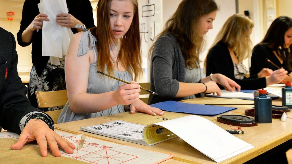 Schülerinnen in Schweden: Ab April gibt es in dem skandinavischen Land offiziell ein geschlechtsneutrales Personalpronomen
