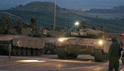 Vor einer verstärkten Bodenoffensive: Panzer sammeln sich an der Grenze zum Libanon