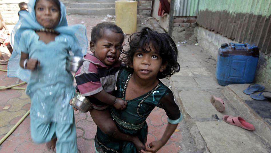 Kinder in Mumbai: Alle fünf Sekunden stirbt auf der Welt ein kleines Kind.