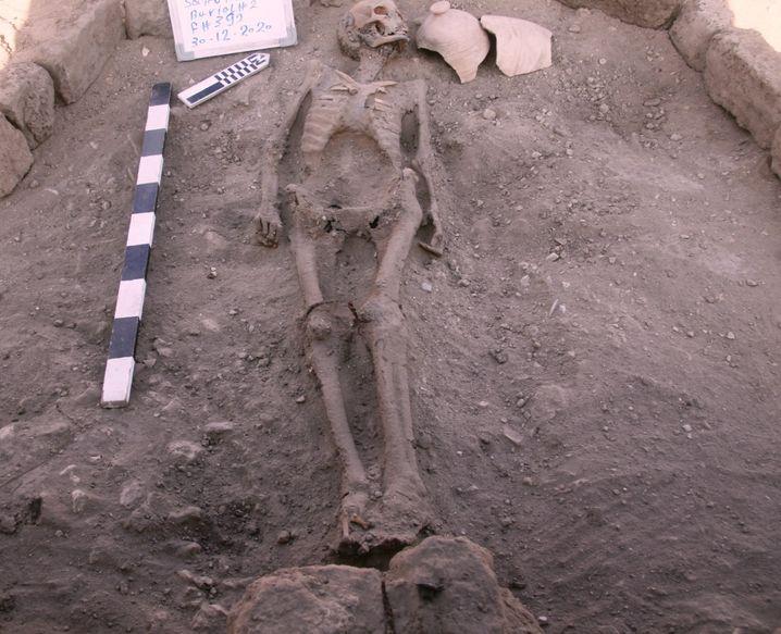 Überreste eines Menschen nahe Theben