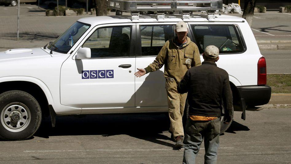 OSZE-Beobachter in Luhansk (Archivbild): Kontakt zu vier Mitarbeitern abgerissen