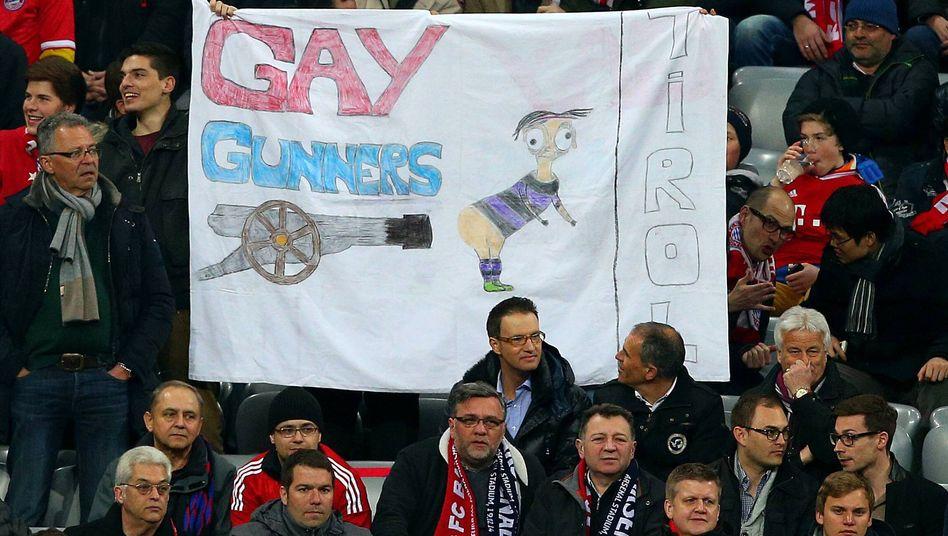Bayern-Fans beim Arsenal-Spiel: Homophobes Banner auf der Tribüne