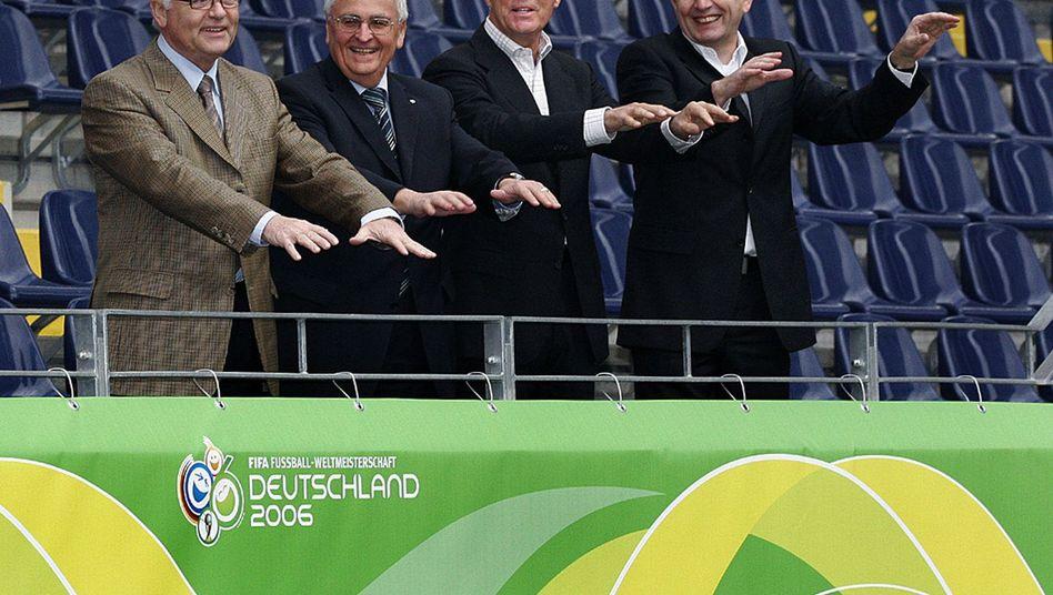 OK-Vize R. Schmidt, Vizepräsident Zwanziger, Präsident Beckenbauer und Vizepräsident Niersbach (v.l.n.r.)