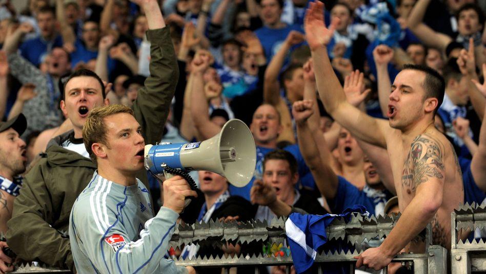 Schalke-Torwart Neuer mit Fans: Spektakulärste Emotionen der Menschheitsgeschichte