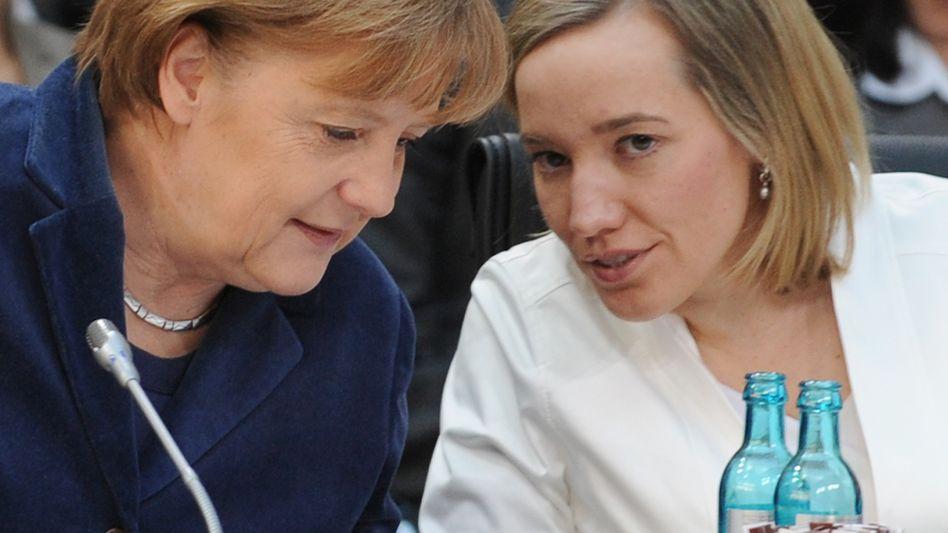 """Kanzlerin Merkel, Familienministerin Schröder: """"Unnötige Vorgaben"""" und """"Überregulierung"""""""