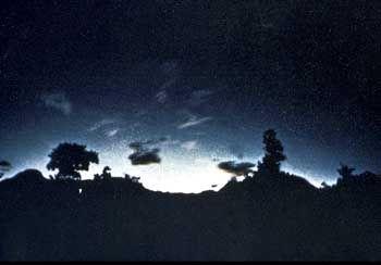 Lichtblitze vor einem Erdbeben im japanischen Matsushiro, 1966: Geladene Aerosole
