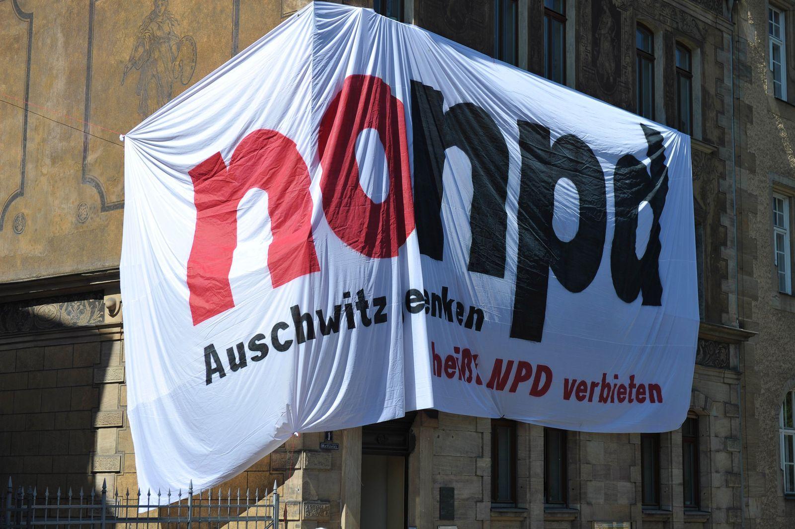 NPD, Protestplakat gegen den Parteitag der Rechtsextremisten