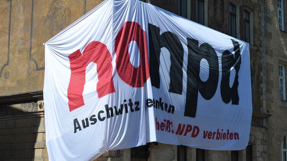 Protest in Bamberg: Ein Plakat gegen den Parteitag der rechtsextremen NPD