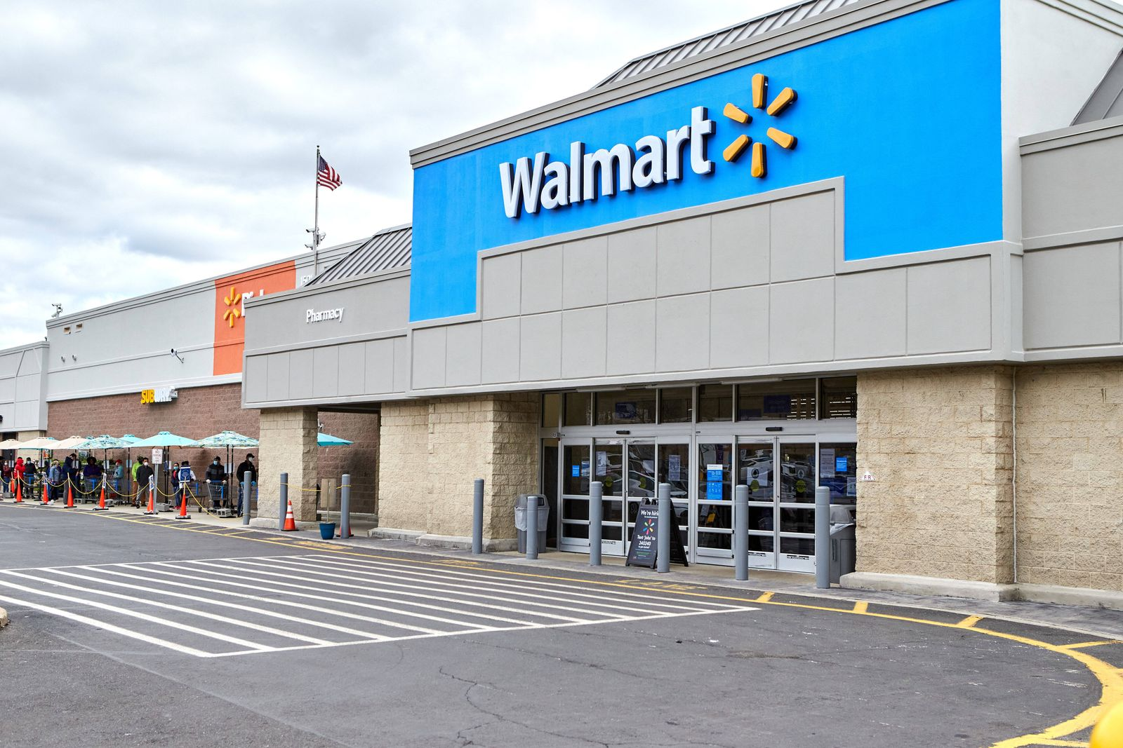 April 4, 2020, Scotch Plains, New Jersey, USA: Walmart enforces practicing social distancing during this covid-19 pande
