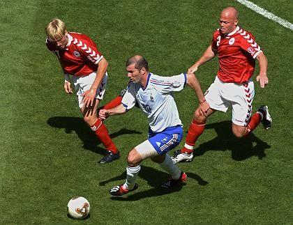 Nationalspieler Tøfting (r., bei der WM 2002): Kopfnuss für den Wirt