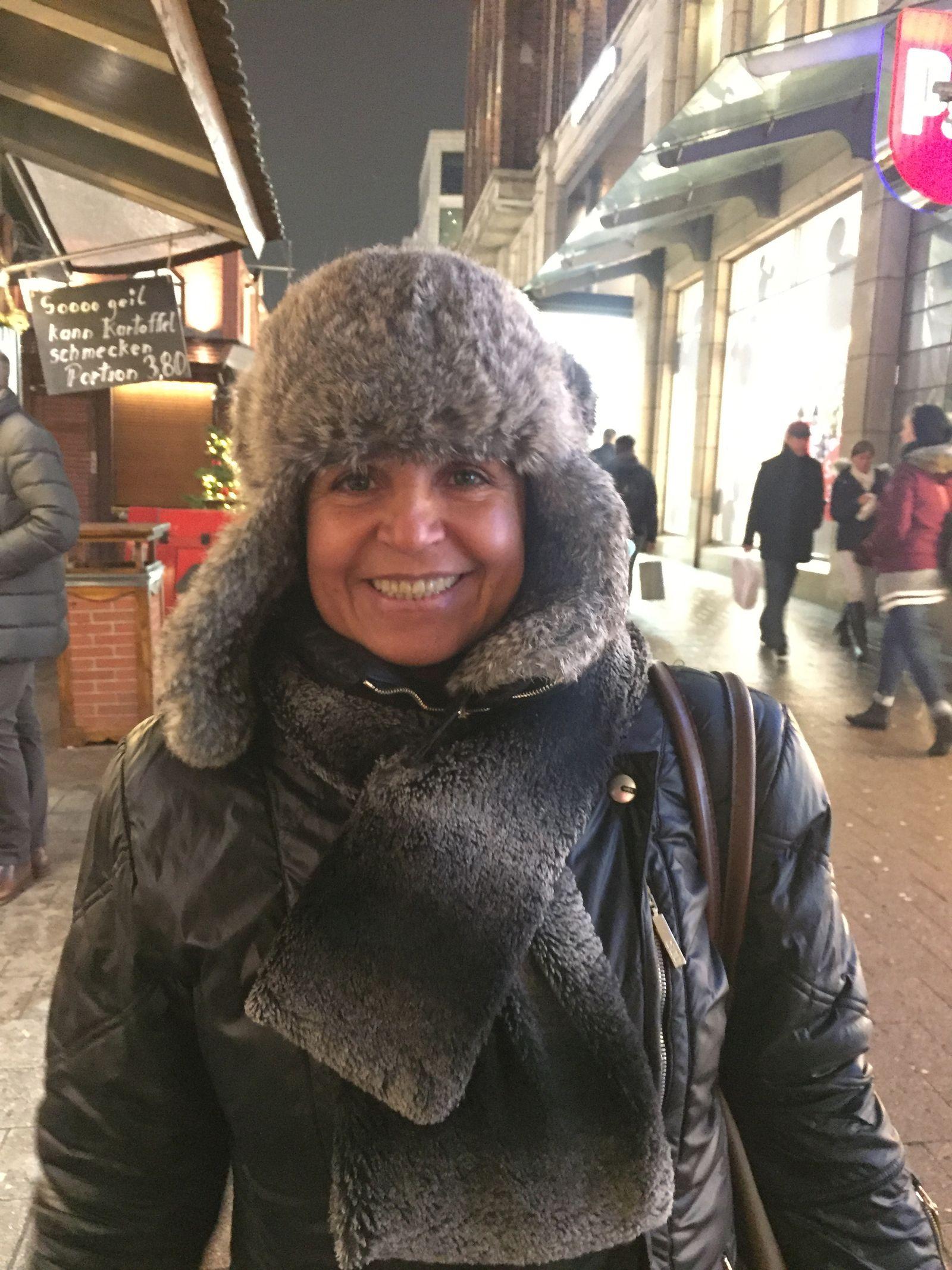 EINMALIGE VERWENDUNG Weihnachtsmarkt/ Interview/ Soraya Samazadeh