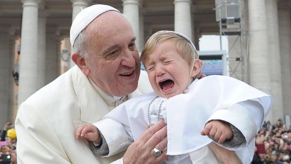 Alle Hände voll zu tun: Franziskus will über das Familienbild reden