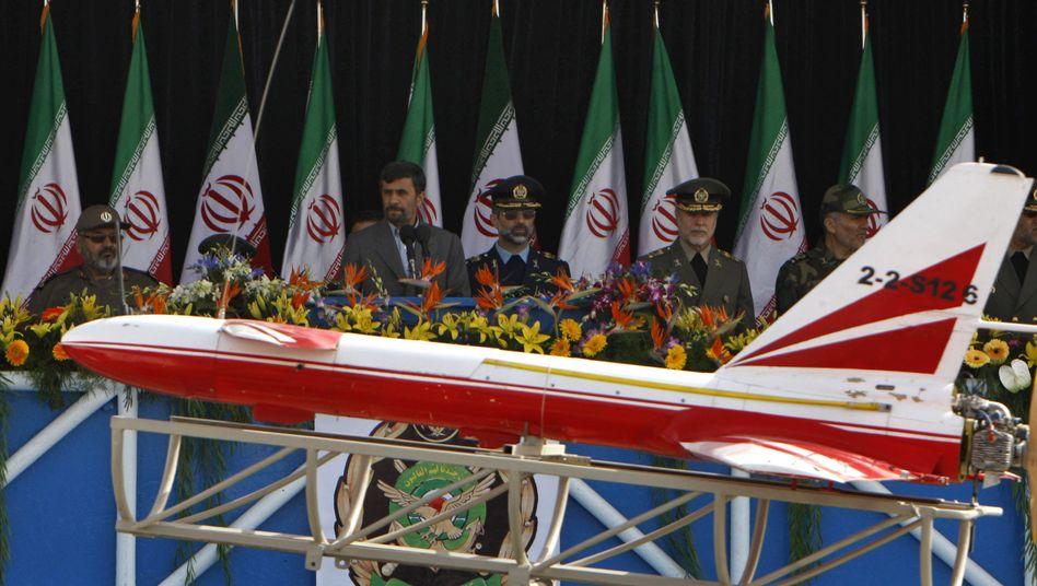"""Drohne bei einer Militärparade in Iran (2009): """"Nicht die neueste Technologie"""""""
