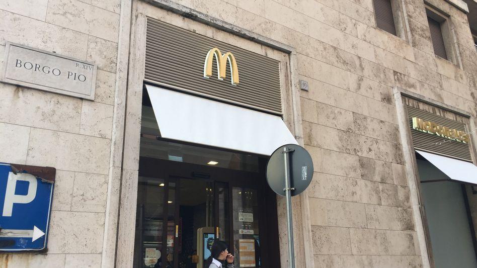 McDonalds Filiale in Kirchengebäude am Vatikan