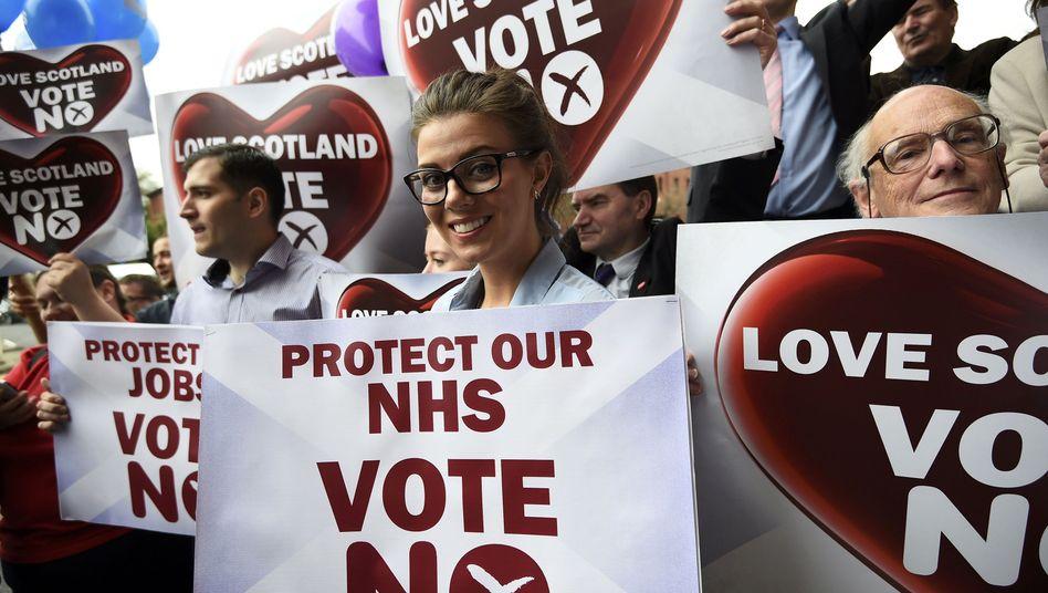 Demonstranten gegen eine Abspaltung von den Briten: Nun wird abgestimmt