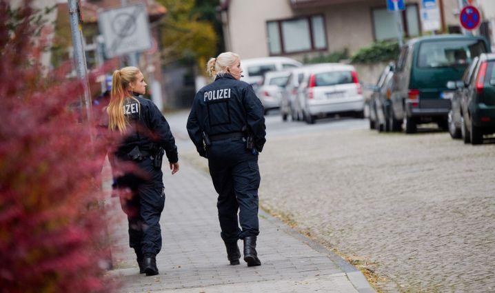 Polizistinnen am Tatort in Hameln