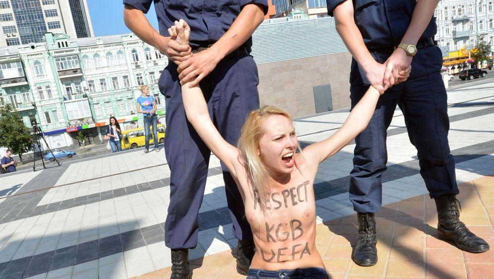 Fotostrecke: Femen-Aktivistinnen gegen Lukaschenko