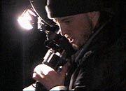 Joshua Leonard hat sich mit seiner Kamera im Wald verirrt